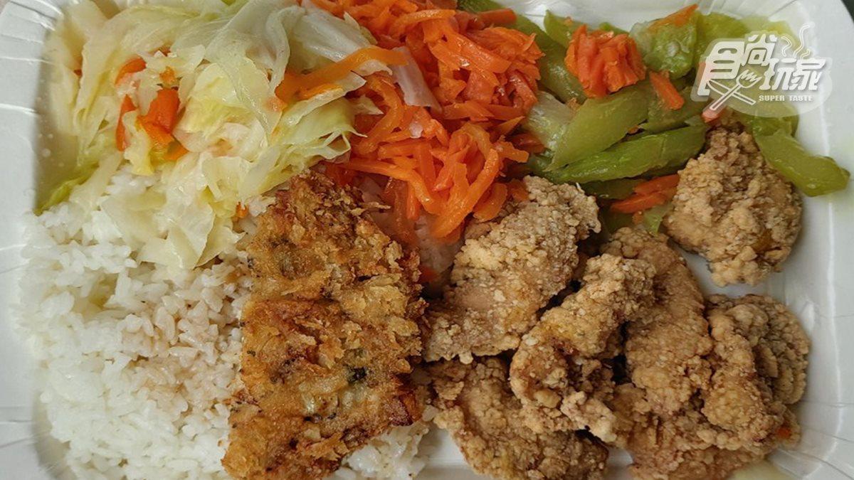 台南在地人推!鐵皮屋人氣便當店吃好又吃飽,必點鹹酥雞、魚排堡