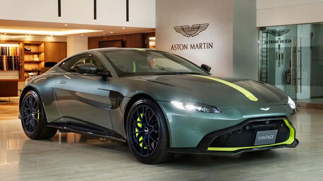 新Vantage的造型融合了在電影《007惡魔四伏:Spectre》中現身的DB10概念車,以及旗下道路版賽車Vulcan的設計元素。(圖片提供/ 永三汽車) 你說出手排就買的 馬丁Vantage手排限量版發表