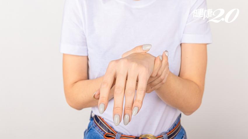 一覺醒來手「不舉」是中風了?橈神經損傷常與這些生活習慣有關