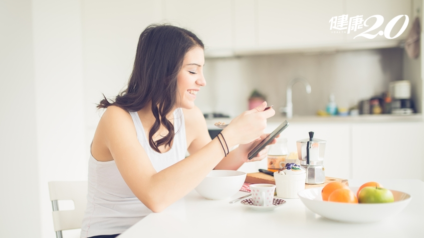 體內維生素C不足,血管彈性會下降!2種食物會破壞維生素C