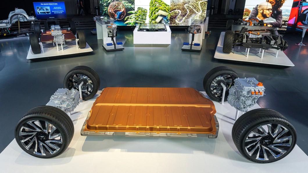 GM目前正在開發全新一袋電池模組,預估壽命可達160萬公里。(圖片來源/ GM) 來回月球兩趟都沒問題 GM將推160萬公里長壽電池