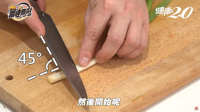 這樣切蔥花香氣最充足!蔥蒜、小黃瓜、紅蘿蔔、茄子備料祕訣大公開