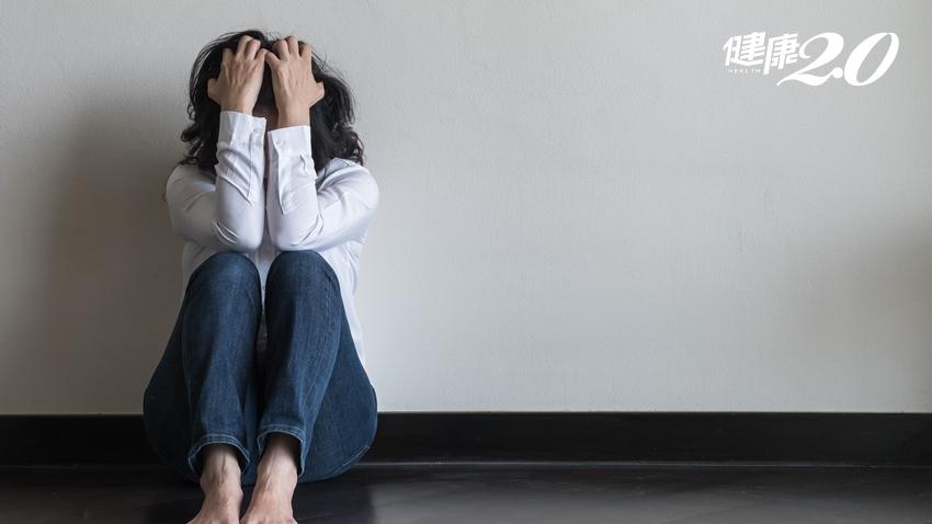 為什麼焦慮總在深夜來襲?美諮商師:別怕焦慮,它是開啟自我療癒的源頭