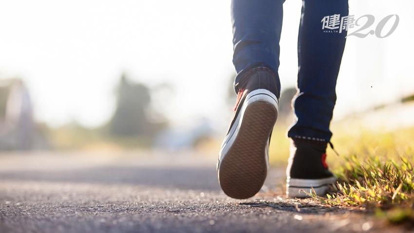 鞋子比馬桶蓋髒!黃軒說鞋底96%沾滿糞屎菌 這3招可阻絕鞋病菌