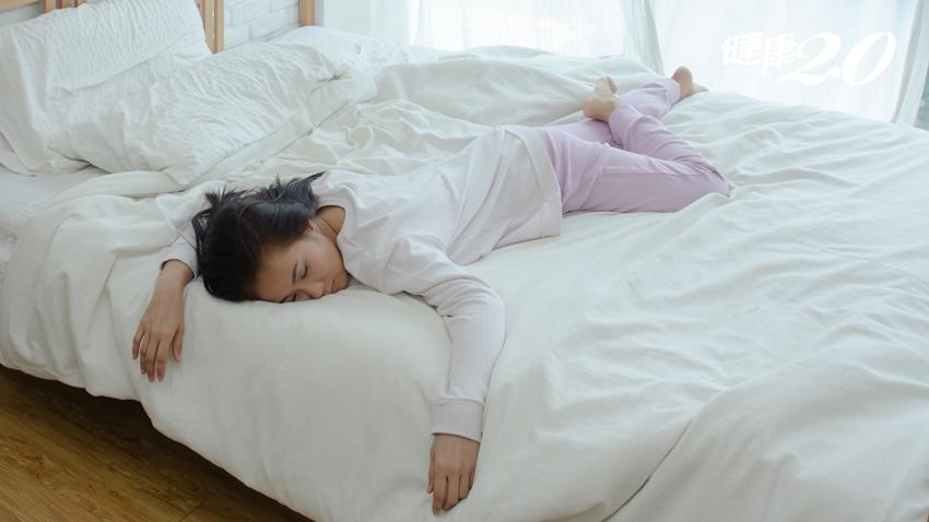 睡覺經常翻身 恐是睡眠呼吸中止症!「整晚側睡」不再打呼了