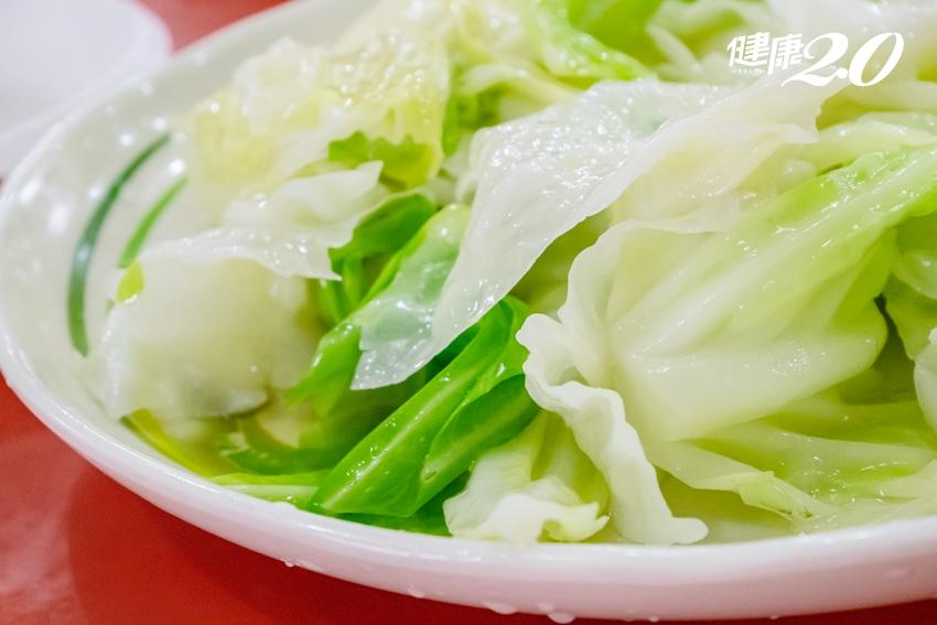 炒出脆甜高麗菜!用水浸泡、避免翻炒 鮮甜水分通通鎖在葉片裡