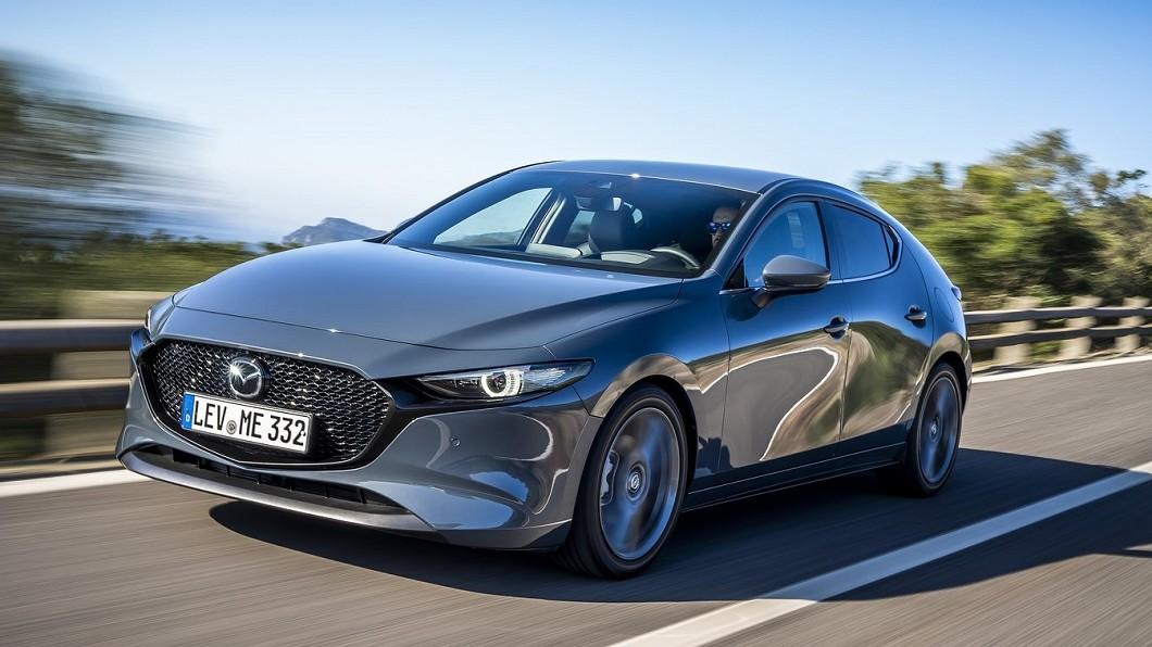 由於全球環保法規越來越嚴苛,許多車廠除了將研發重點放在純電或者油電混合車型。(圖片來源/ Mazda) Mazda 3將推出渦輪版 可能不會有手排車型?
