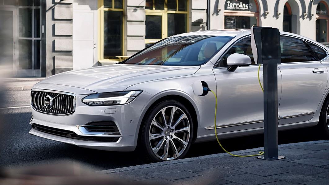 S90 T8 Inscription正式加入Volvo在台銷售陣容,開出305萬元建議售價。(圖片來源/ Volvo) S90 T8 PHEV入列 305萬起補足油電陣容