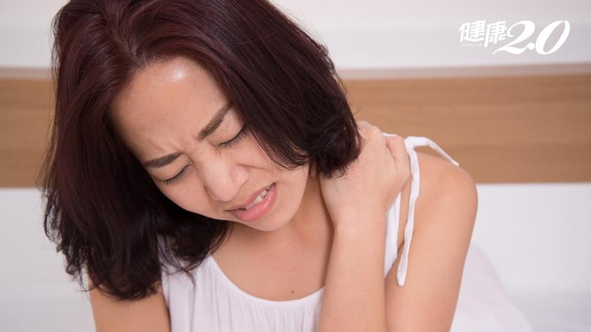側睡、趴睡容易落枕?這個動作更危險,而且你很常做!