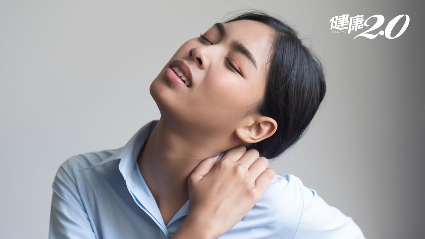 久坐、愛滑手機的你!小心「頭肩頸肌筋膜疼痛症候群」上身 3招舒緩運動快學起來