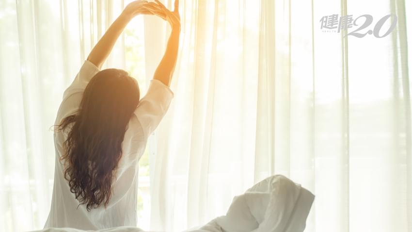 早上睡醒必做「起床運動」!10分鐘矯正身體、舒緩痛症 開啟活力一天