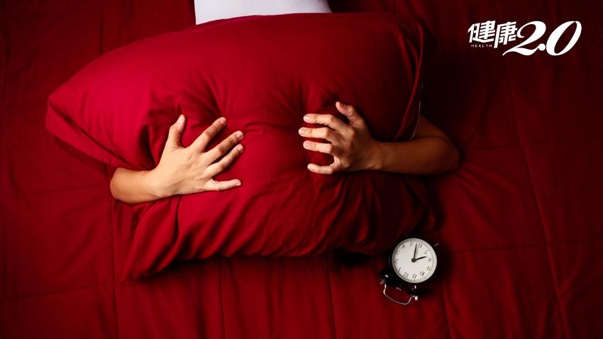 睡不著怎麼辦?專家教你「降低清醒系統」,讓大腦切換睡眠模式