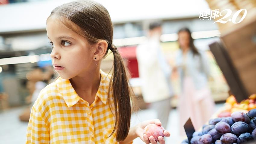 孩子有偷竊癖怎麼辦?6招導正偷竊行為