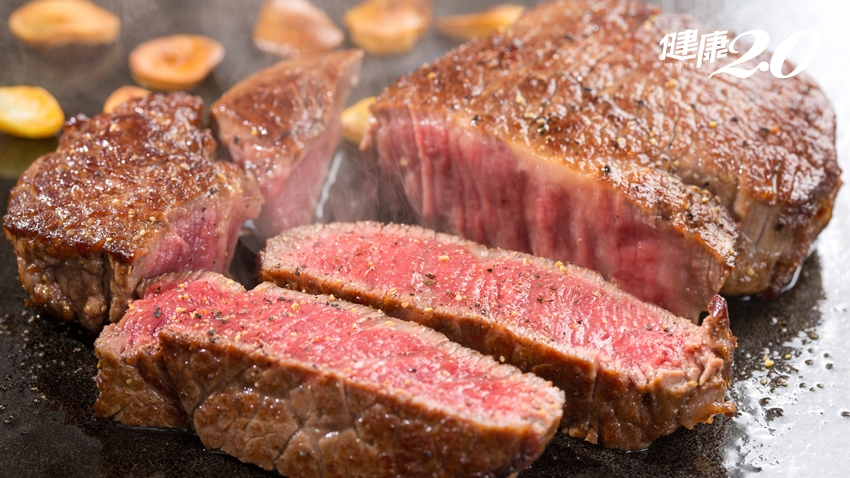 煎牛排只可翻面一次?煎牛排多久翻面一次最軟嫩多汁?|健康2.0