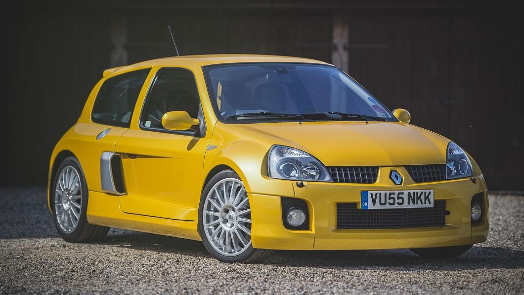 Renault Clio V6在2003年推出的時候,堪稱是史上最強掀背車。(圖片來源/ The Market) 傳奇鋼砲Clio V6登英國拍賣網 估計6萬英鎊成交
