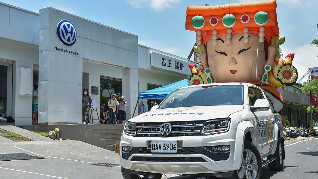 福斯商旅連續第12年贊助大甲鎮瀾宮媽祖遶境活動。(圖片來源/ Volkswagen) Amarok帶媽祖出任務 福斯送出一千個口罩