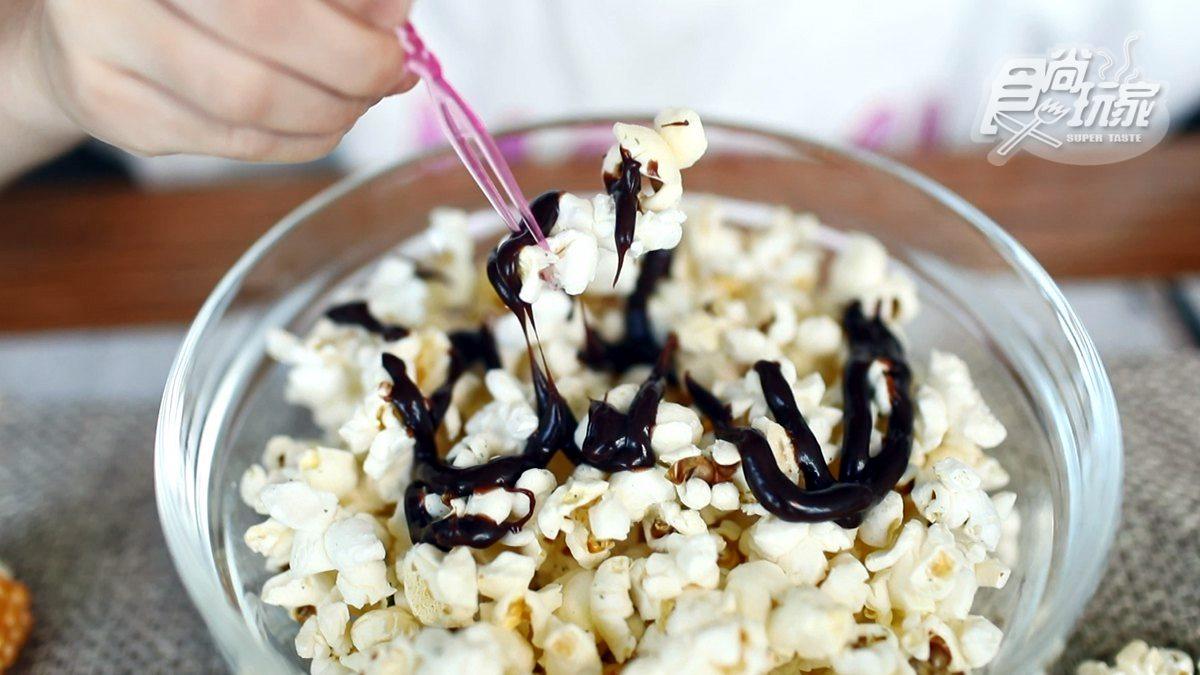 你看過整支玉米爆成花嗎?暑假就帶小孩玩「有梗爆米花」,自己調味好有趣