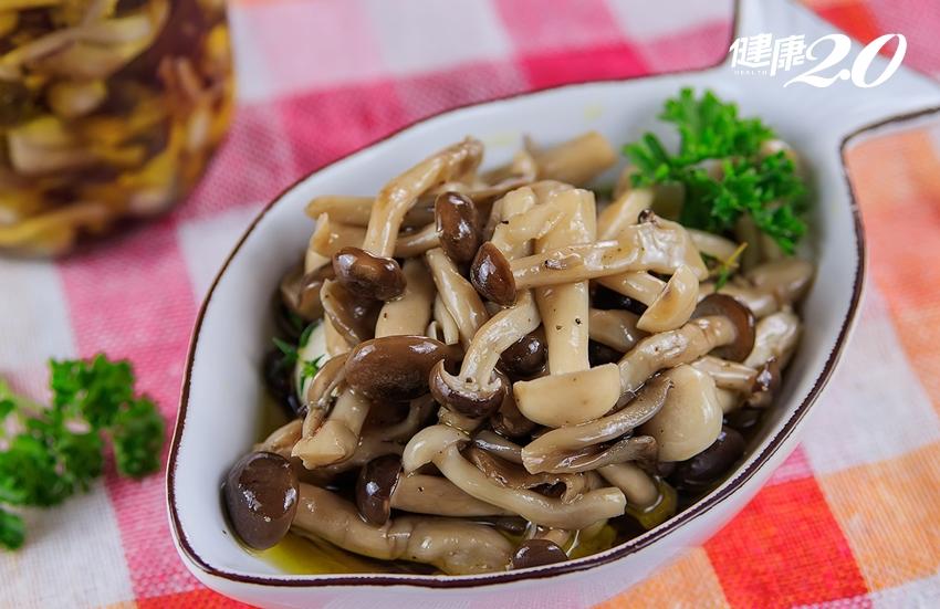 菇類不要用水洗!自己做2道「菇菇小菜」放冰箱隨時吃 方便又美味