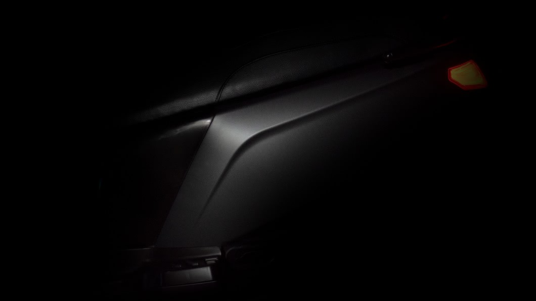 日前eReady再度公布了新一波新車廠照,其中包含坐墊與車身線條比例。(圖片來源/ eReady) 車身窄體線條曝光 eReady尾燈造型引起車迷聯想