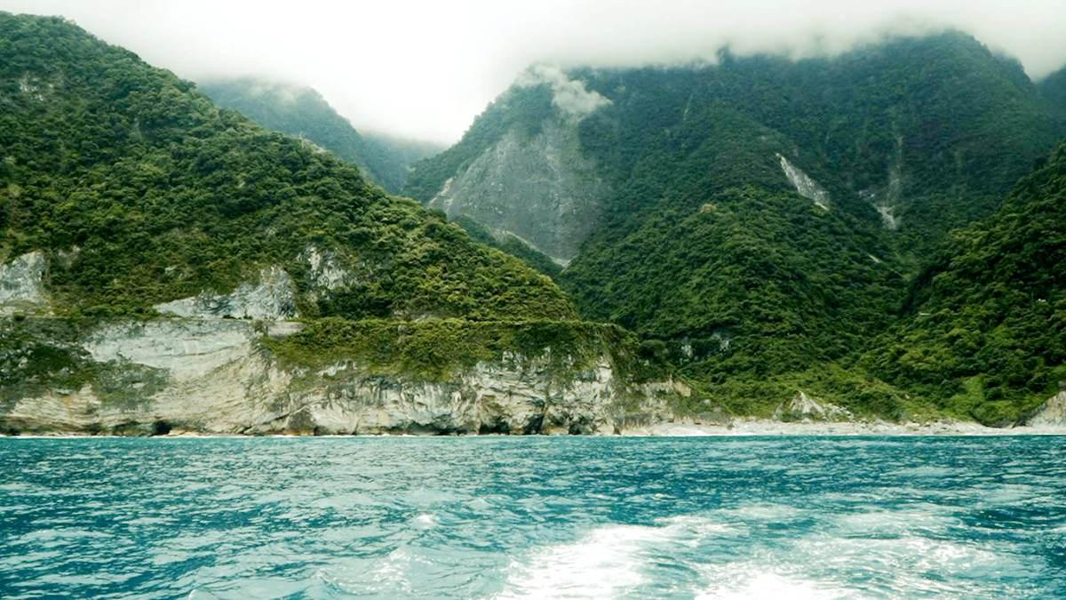 超夢幻奢華遊艇海上之旅出發!從烏石港航向花蓮港,還能用空拍機幫你拍網美照