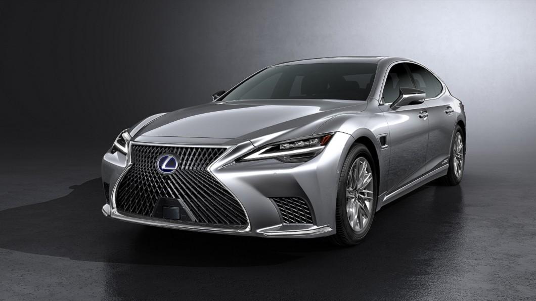 Lexus推出小改款LS,外觀與內裝修飾同時亦升級先進駕駛輔助系統。(圖片來源/ Lexus) 小改款LS亮相 日系旗艦升級AI人工智慧