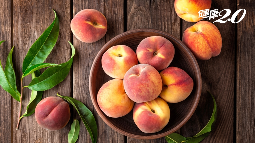「水蜜桃」香甜多汁,降膽固醇、解便祕、降血壓!3種人要特別小心