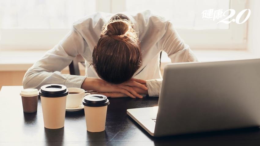 早上猛喝咖啡只會害你更累!毒理專家公開「高效提神喝法」