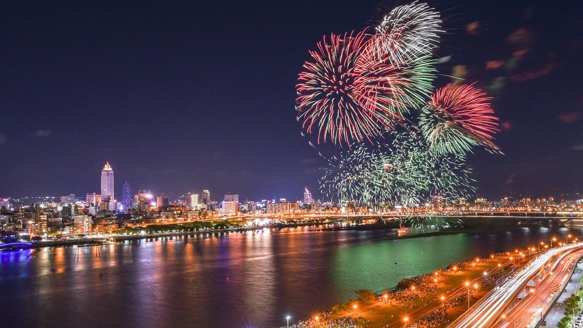 每年必追煙火秀!「2020大稻埕情人節」8/22浪漫登場,先來求月老、吃美食、加聽「免費音樂會」