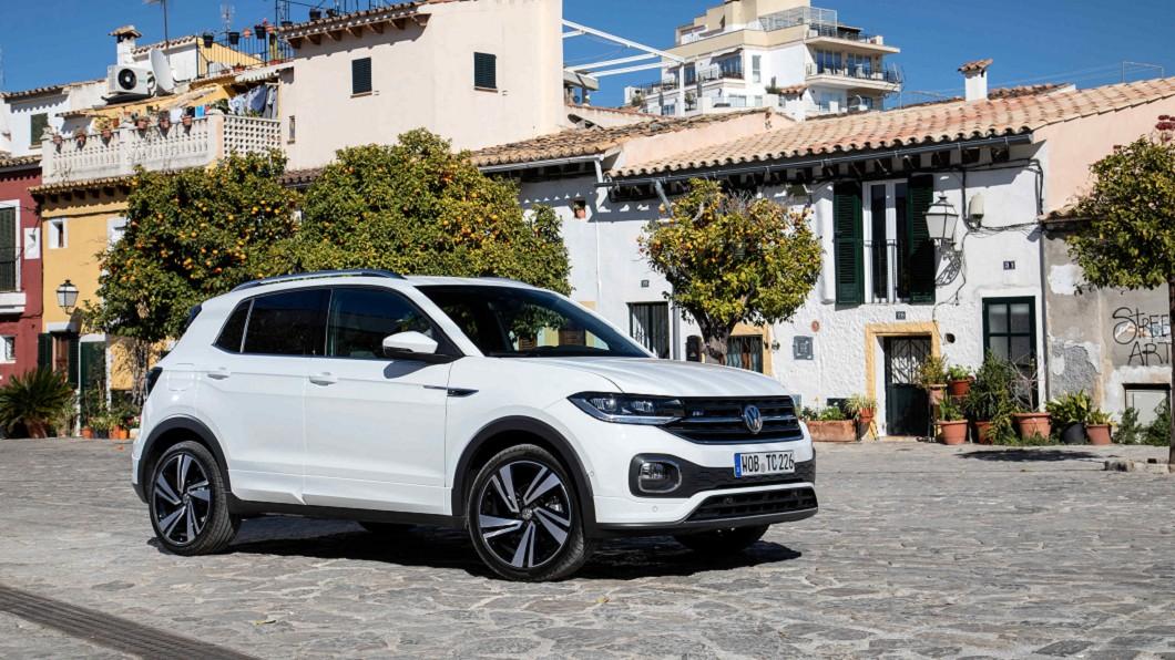 台灣福斯汽車本月針對The T-Cross Comfort車型推出夏日限定優惠現金價79.8萬。(圖片來源/ Volkswagen) 79.8萬限時入主T-Cross 再加碼十倍回饋