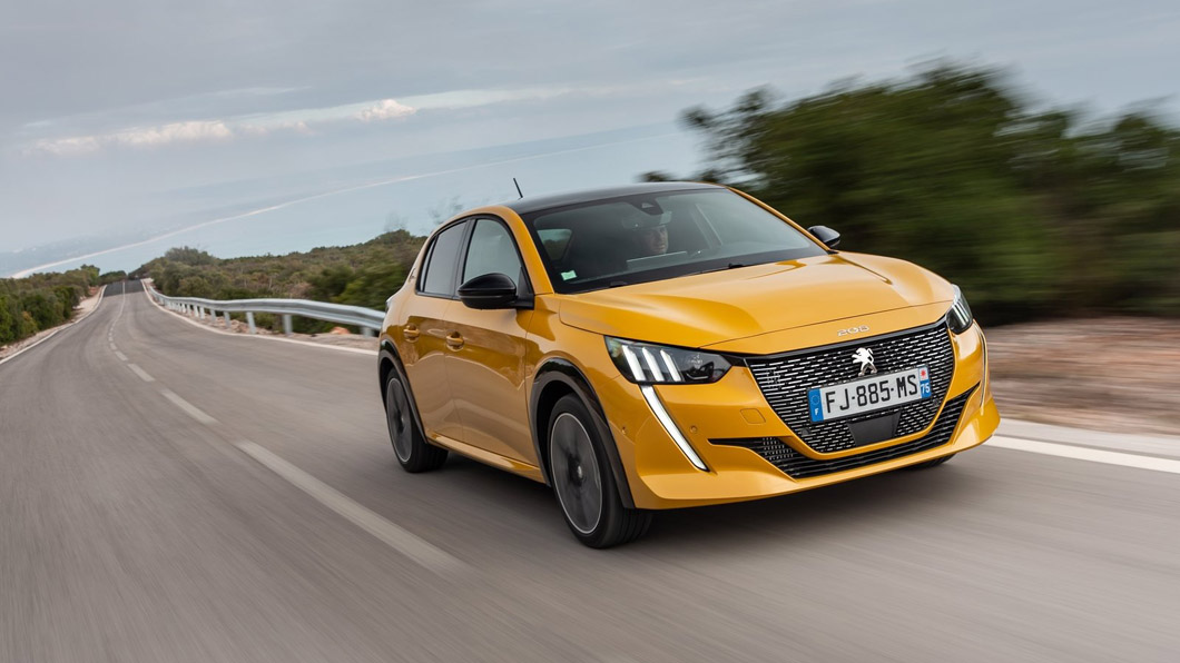 法國車向來給人浪漫的感覺,無論是外觀造型或者是內裝鋪陳,甚至是斗大的全景天窗,都帶來強烈的設計感。(圖片來源/ Peugeot) PSA與FCA正式合併 新公司Stellantis將成為全球第四大汽車集團