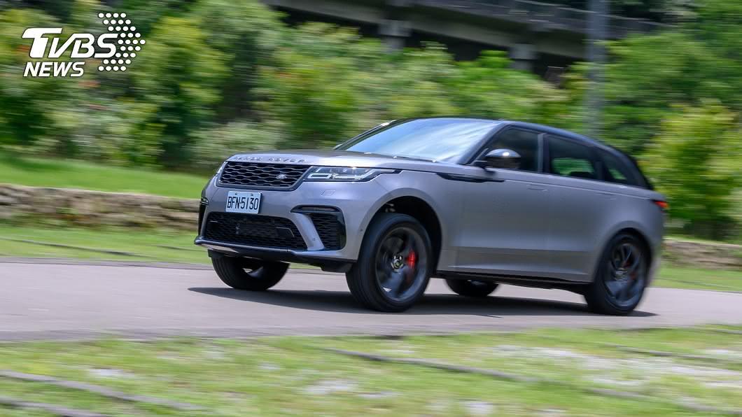 為了迎合峰層買家多變的喜好,汽車大廠總是想盡辦法,讓豪華車具備更豐沛的動力,來彰顯其不凡身分。 【黃金試車組】大排量真痛快! Range Rover Velar SVAD