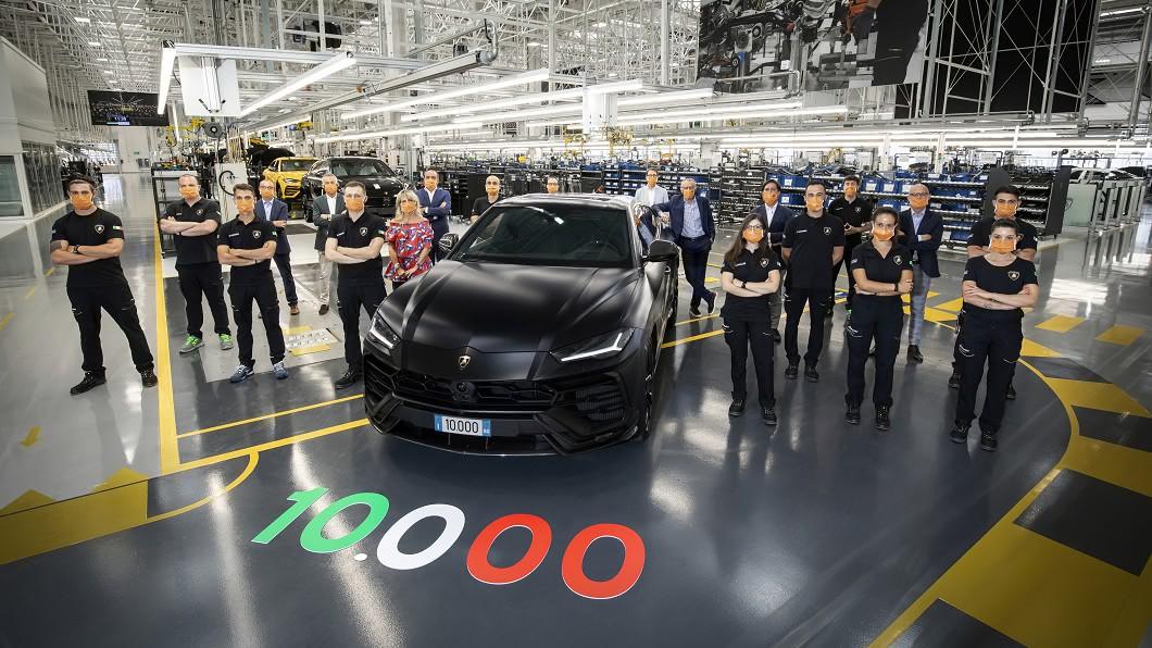 Lamborghini宣告第1萬輛Urus正式走出生產線。(圖片來源/ Lamborghini) Lamborghini Urus有多夯? 兩年就賣超過1萬輛