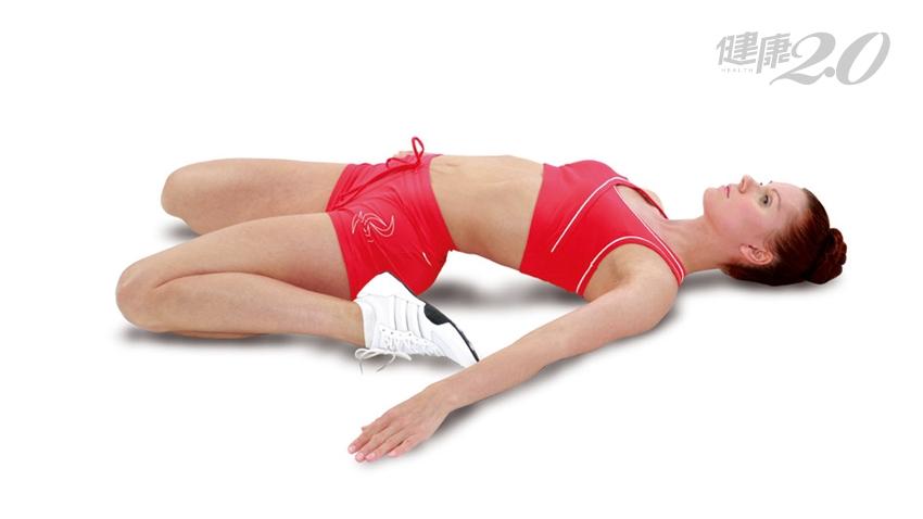 3動作躺著做強健「股四頭肌」!減輕膝蓋負擔、預防膝蓋痠痛