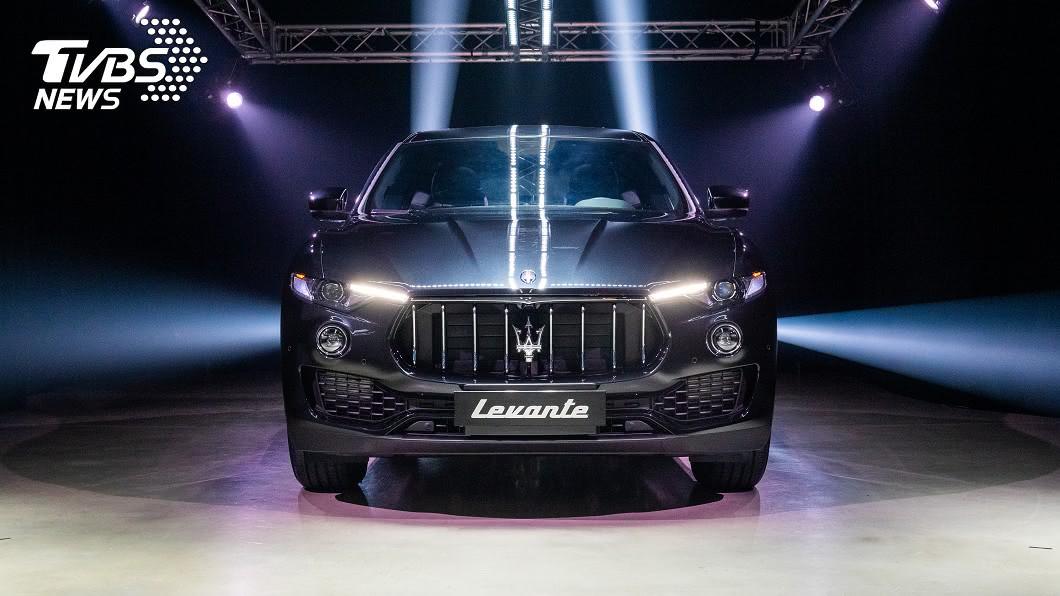 Maserati Levante Elite祭出358萬元起的售價,且首批限量50台,欲強壓Porsche Cayenne、BMW X5與M-Benz GLE等勁敵。 與瑪莎拉蒂最近的距離! Levante Elite入門款358萬元限量50台