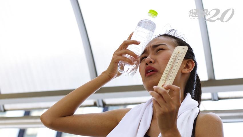 愈熱愈要多喝水!急診腦中風、心肌梗塞患者多三成,很多人誤把頭暈、頭痛當中暑