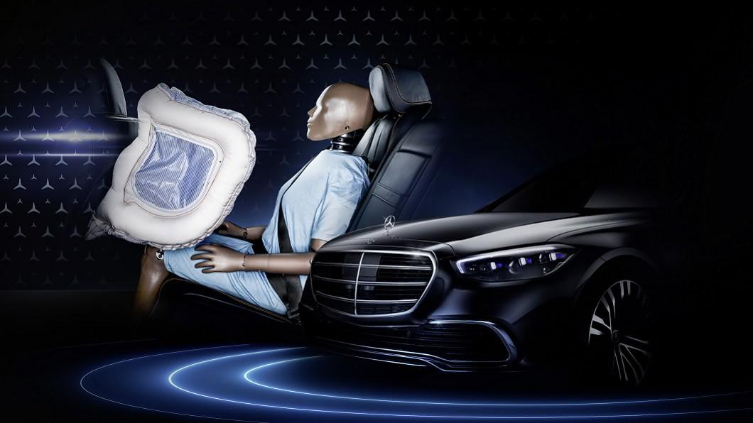 Mercedes-Benz預告新世代S-Class將提供後座正面氣囊。(圖片來源/ Mercedes-Benz) 新增後座正面氣囊 新世代S-Class確認預告9月2日發表