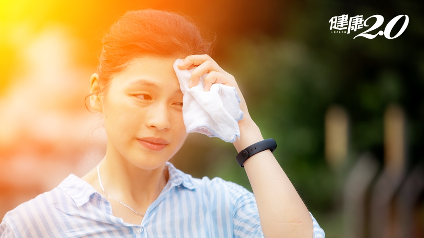 夏天流汗不要擦?吃香菜會變黑?皮膚科醫師解答3大問