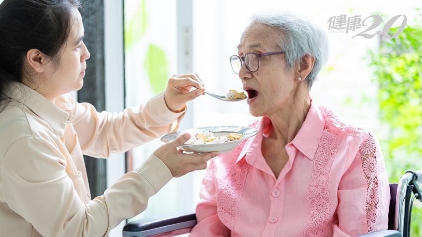 公婆看護責任媳婦負責?妻子照顧丈夫理所當然?日醫建議這樣做 避免老人看護老人