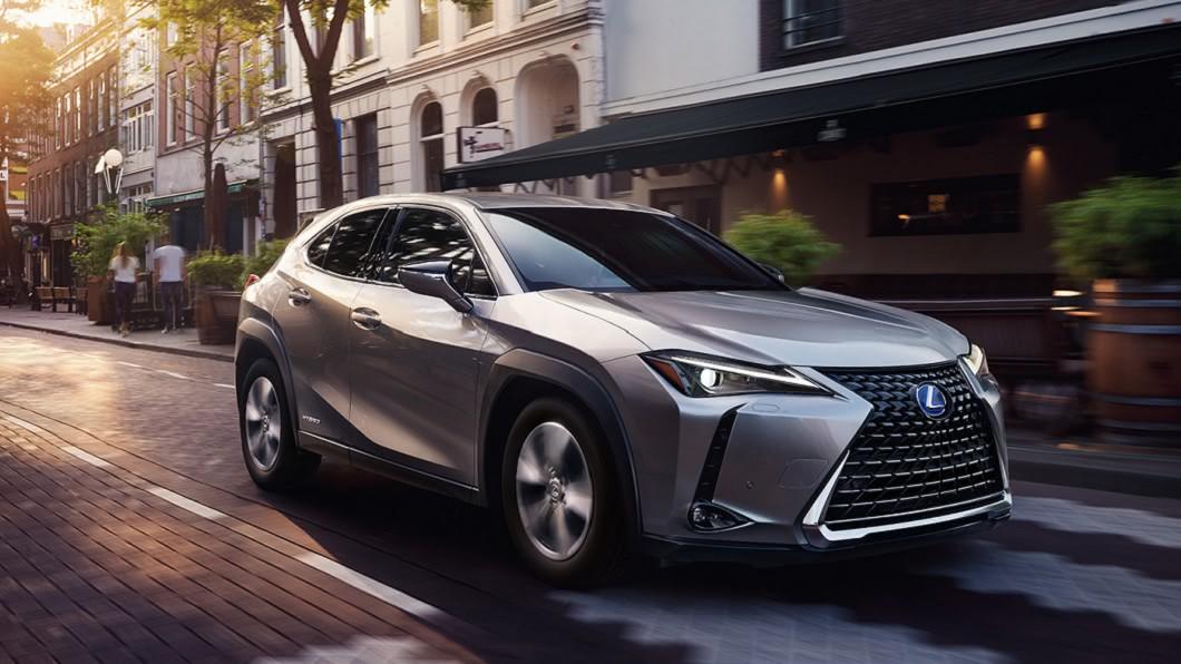 Lexus UX200入門售價只要139.9萬元。(圖片來源/ Lexus) UX200與RAV4怎麼選? 同門休旅車相互較勁