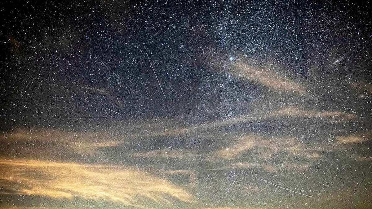 不必熬夜也能看到流星雨!每小時100顆可許願,年度三大「英仙座流星雨」登場