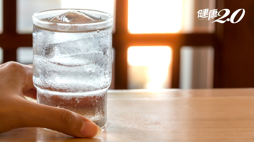 喝冰水會變胖?減重醫師3原因駁斥!喝一年輕鬆瘦1.56公斤