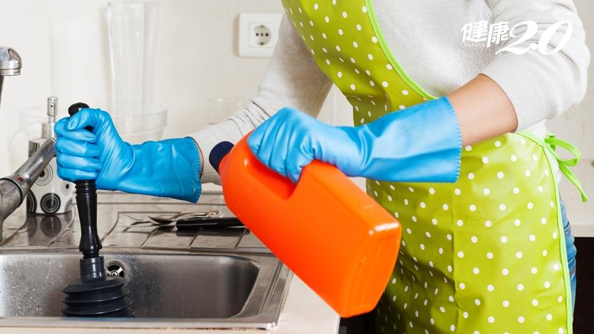 美國警告:水管清潔劑有致癌性!醫師娘教你自製「無毒水管通通樂」去除異味、減少蟑螂滋生 也可通馬桶