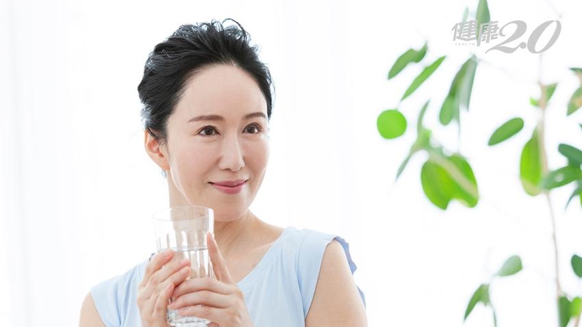 「水素水」具有美容抗氧化功效?不要上當!國健署打臉:跟喝開水沒兩樣