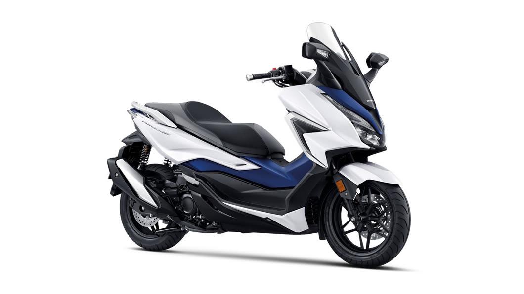 Honda Taiwan在8/14正式發表全新2021年式 FORZA 350,從排氣級距至車身線條皆全新升級。(圖片來源/ Honda) Forza 350預接單價25.8萬 山葉XMAX繃緊神經