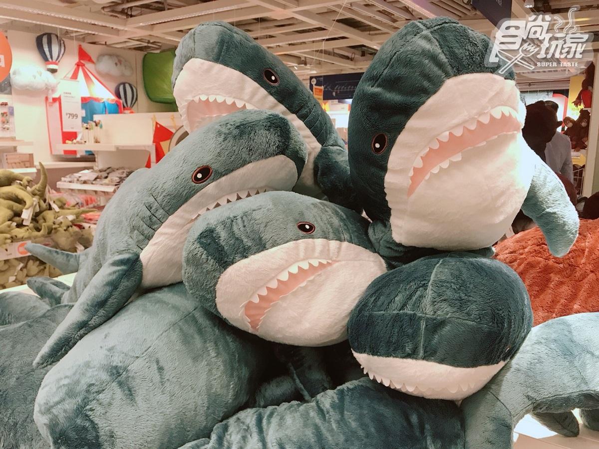 IKEA鯊鯊玩偶再進化!新「鯊魚大購物袋」銅板價就能帶回家,2隻玩偶再省199元