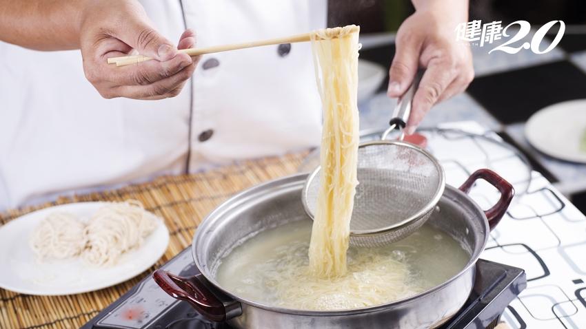煮麵該放多少水?煮多久才能起鍋?煮出好吃麵條的5個祕訣