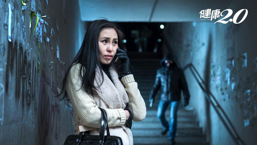 妙齡女「捏蛋」擊退色狼 人體5大痛點快記住,婦幼警察教女生自保反擊技巧