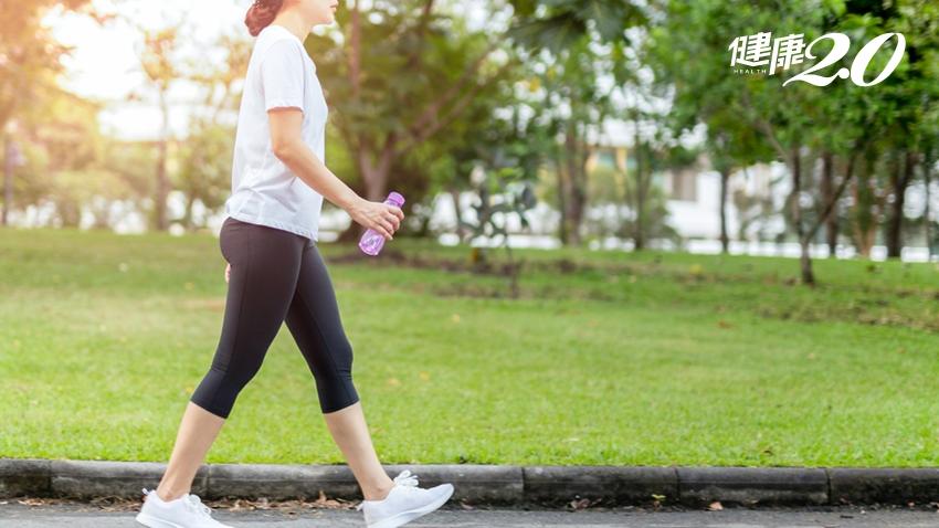 醫警告:最傷膝蓋的3種走路方式!不僅膝蓋壽命變短,還會駝背、小腹凸