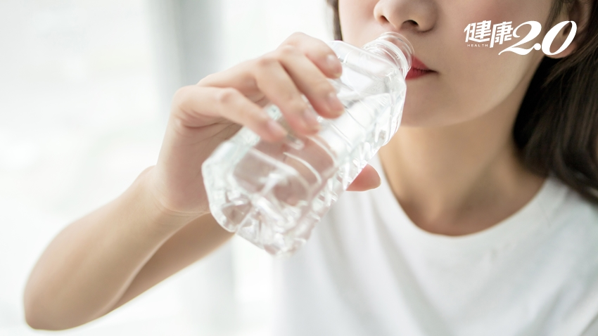 「長夏」濕氣重 喝水方式錯了小心水腫!3穴位幫身體除濕