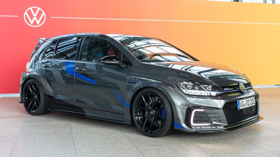 儘管Wörthersee嘉年華因疫情而取消舉行,由Volkswagen實習生團隊打造的Golf GTE HyRacer仍按照計畫發表亮相。(圖片來源/ Volkswagen) 能想像這是實習生作品嗎? Golf GTE HyRacer登場